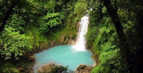 Natur pur - Wasserfall in Costa Rica