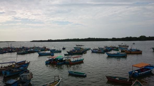 Blick von der Aussichtsplattform des kleinen Fischerdorfes Puerto Pizarro
